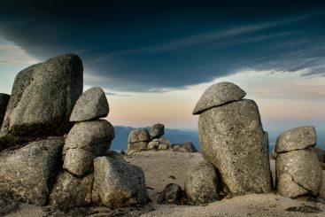 Fiordland-Activity-Mt-Titiroa-boulders