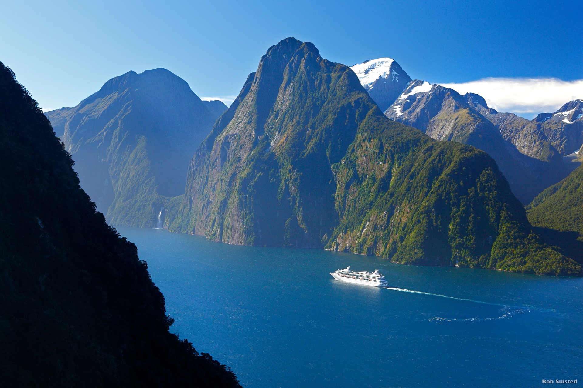 Milford Sound - With Boad